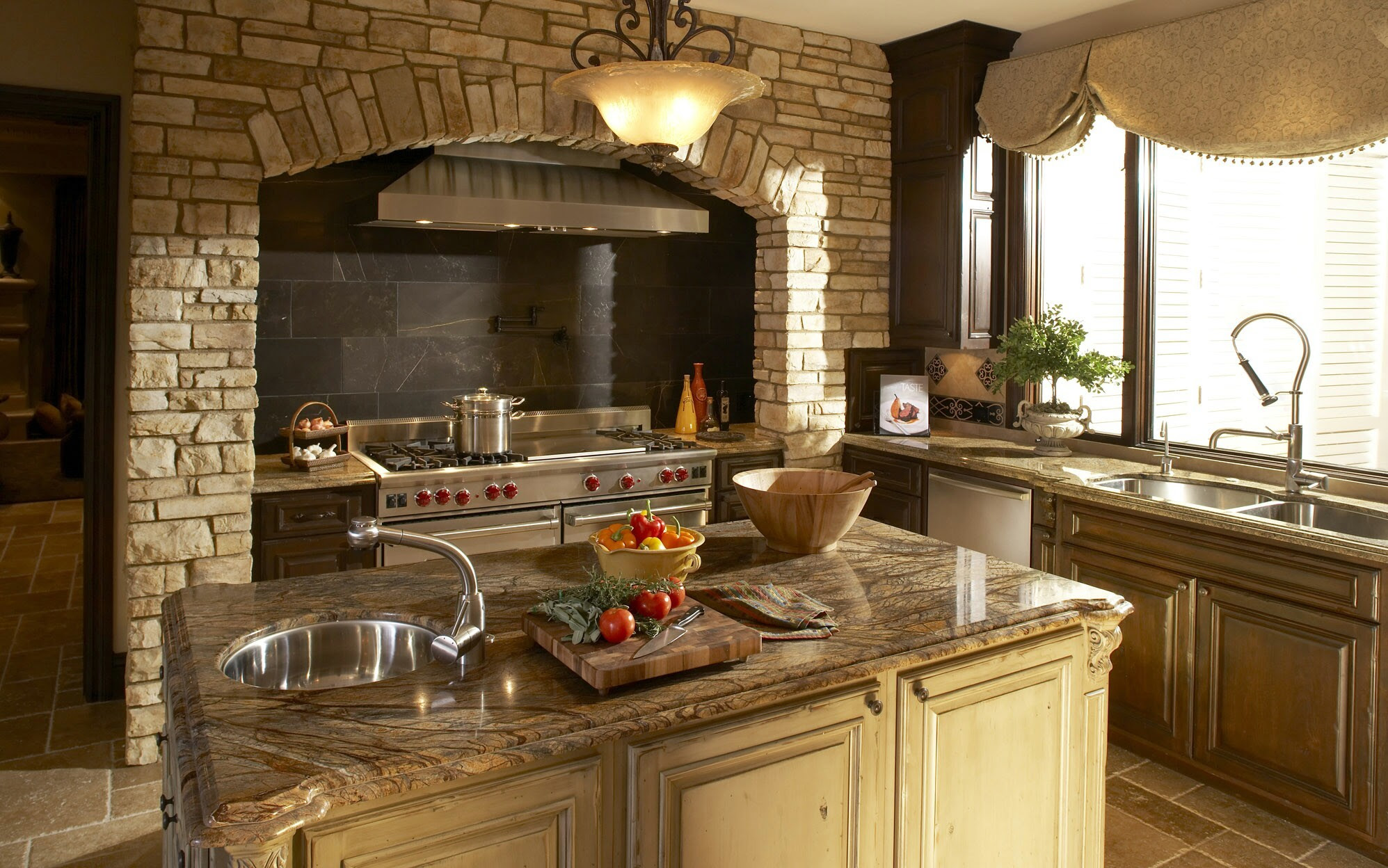 Italian Kitchen Design Tips - Improving the Warmth and Look
