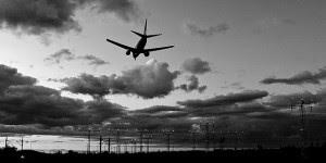 10-travel-myths-cellphone
