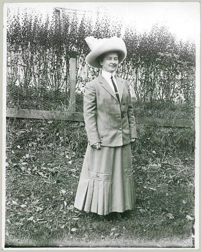 Vera Lee wore a hat.