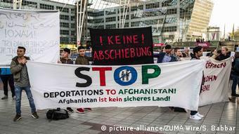 Deutschland Demonstrationen gegen Abschiebungen am Flughafen in München