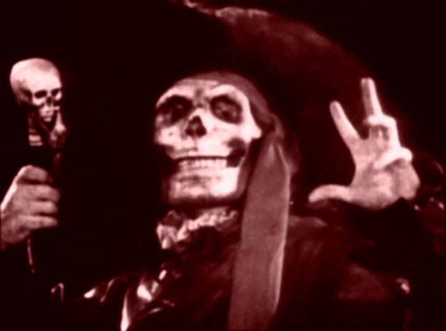 Lon Chaney dans la fastueuse scène du Bal Masqué...