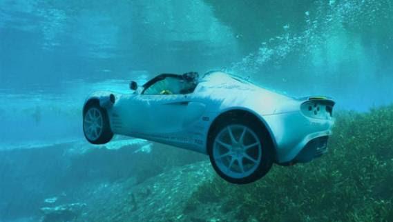 أول سيارة تغوص تحت الماء