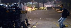 Rio: 41 se ferem em confronto (Christophe Simon/AFP)
