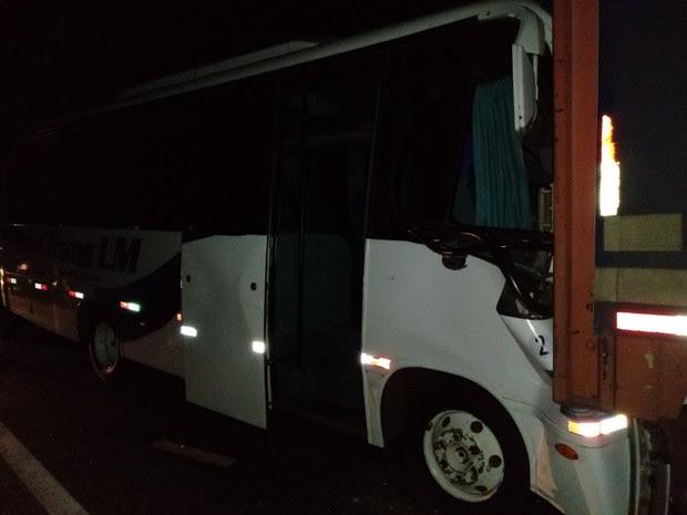 Micro-ônibus acidentado na RS-135 em Getúlio Vargas, no RS (Foto: Divulgação/CRBM)