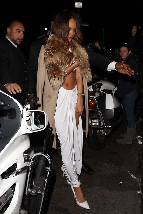photo la-modella-mafia-Rihanna-Grammy-After-Party-chic-street-style-in-a-white-crop-top-and-maxi-skirt-with-delicate-gold-jewelry-_zps15fae107.jpg