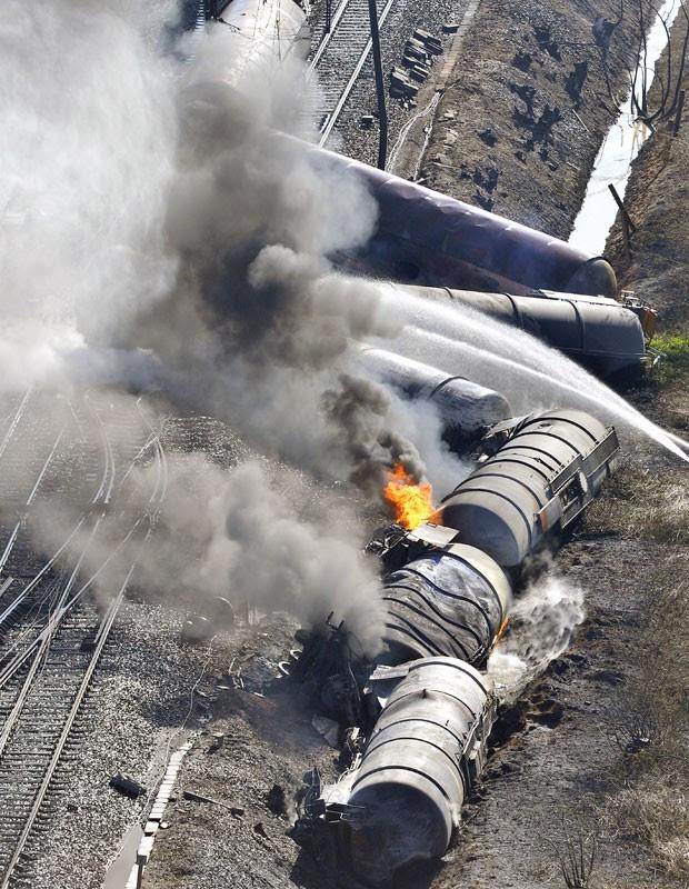 Partes de trem descarrilado são vistas na Bélgica neste sábado (4) (Foto: Benoit Doppagne/Belgium Out/AFP)