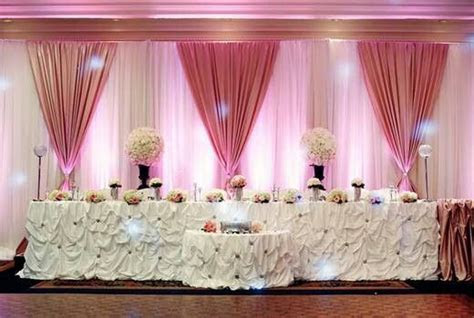 Head table. I like the backdrop   Wedding Centerpieces