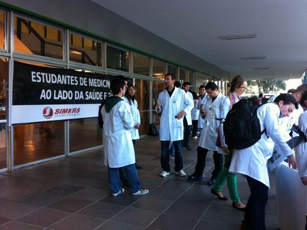 Ação é realizada no Hospital de Clínicas, em Porto Alegre (Foto: Camila Martins/RBS TV)
