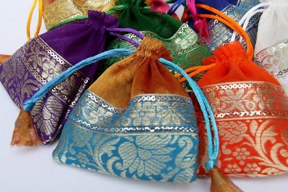 Indian Wedding Favors Wholesale: Need Wedding Favors?: Brocade Trim Organza Bags