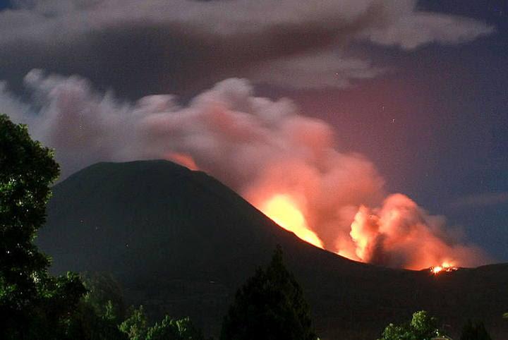 foto erupcion de un volcán