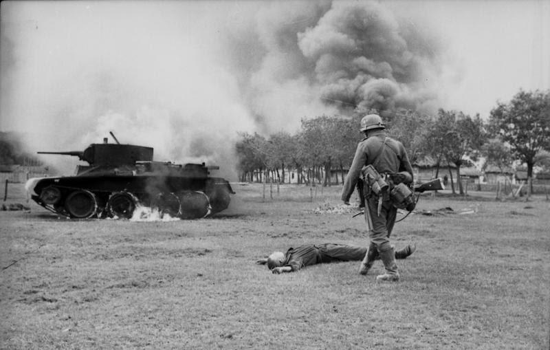 Ficheiro:Bundesarchiv Bild 101I-020-1268-36, Russland, russischer Gefallener, Panzer BT 7,.jpg
