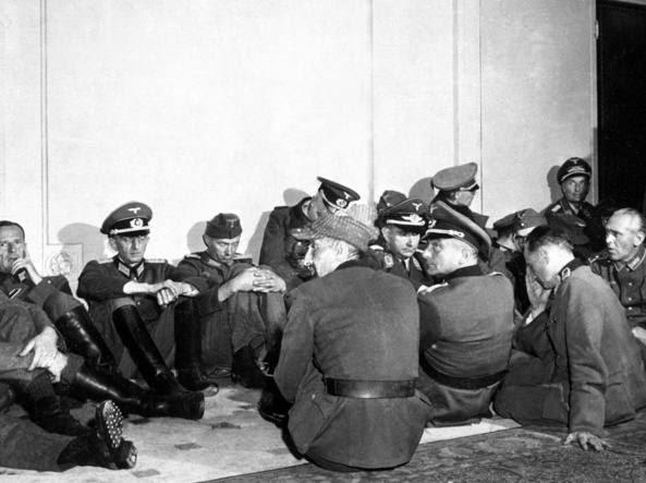 Alti ufficiali tedeschi arresi dopo la liberazione di Parigi