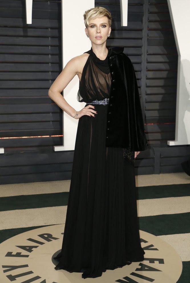La actriz Scarlett Johansson que ha lucido el pelo muy corto.
