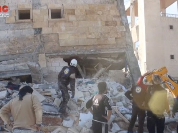 Ataque atingiu hospital em Idlib, na Síria, nesta segunda-feira (15) (Foto: Social Media Website via Reuters)