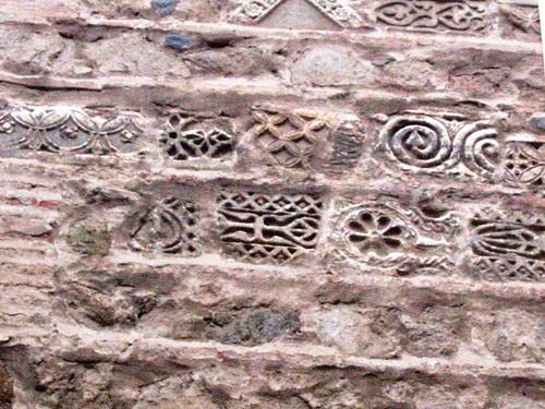 Relieves visigóticos en la Iglesia de San Bartolomé, Toledo