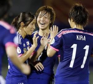 Nakajima comemora o gol (Foto: Kyodo)
