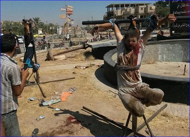 Estado Islâmico crucifica cristãos