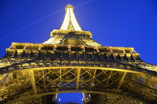 La tour Eiffel at nightfall