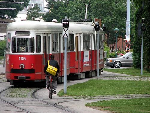 Photo eines Wagens der Straßenbahnlinie 18 in Wien