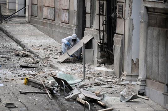 """Έκρηξη βόμβας στον ΣΕΒ – """"Έχουν"""" δυο άτομα από περιγραφές μαρτύρων- """"Προσοχή δεν είναι φάρσα"""" είπε ο τρομοκράτης - Τεράστιες ζημιές στα κτήρια"""