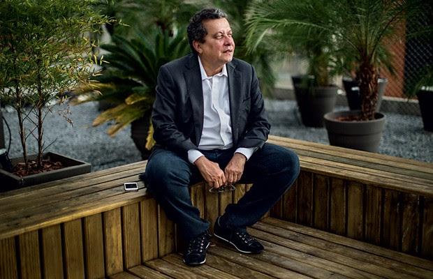 """AUTODEFINIÇÃO O marqueteiro João Santana em seu escritório, em São Paulo. """"Sou um dos últimos socialistas românticos e um dos primeiros socialistas cibernéticos"""" (Foto: Mauricio Lima/The New York Times)"""