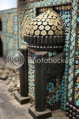 patungpelurudanpistol6 [Gambar Menarik] Seni Patung Dari Pistol Dan Peluru