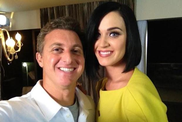 Katy Perry conversa com Luciano Huck (Foto: Caldeirão do Huck/ TV Globo)