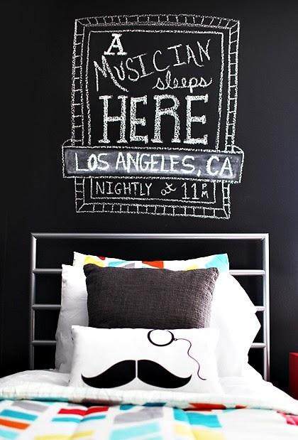 pared pizarra en el cuarto! - genial idea para el nuevo depa! :)