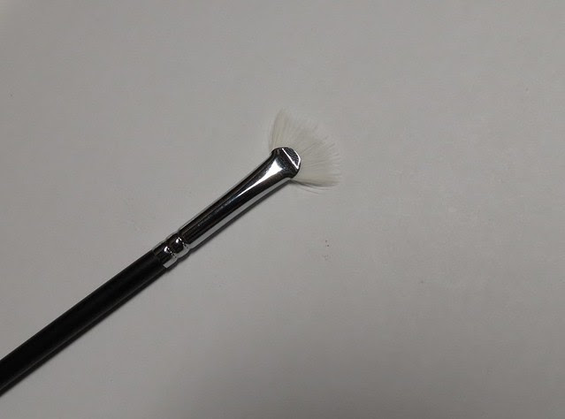 Crown Brush Lash Fan C113