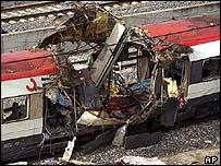 http://newsimg.bbc.co.uk/media/images/39878000/jpg/_39878676_carriageap203.jpg