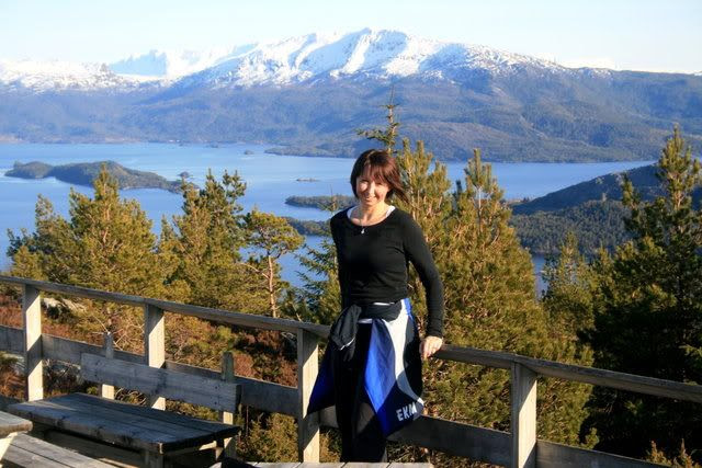 Utsikt fra åsen - jeg er på platningen på toppen ;)