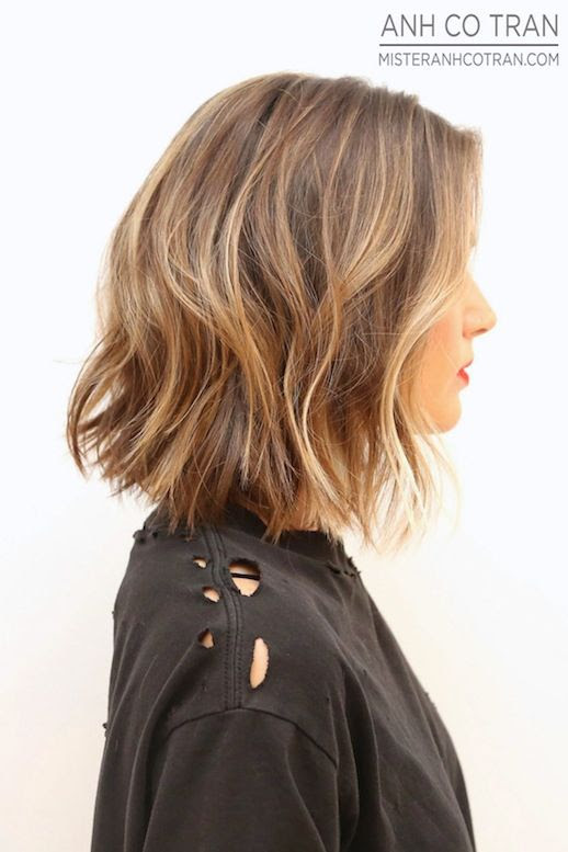 Le Fashion Blog Haircut Inspiration The Perfect Wavy Bob Via Mister Anh Co Tran Right Side Texturized Beach Waves Highlights Balayage Bright Beauty Red Lipstick Destroyed Distressed Black Tee Tshirt Summer Haircut 1 photo Le-Fashion-Blog-Haircut-Inspiration-The-Perfect-Wavy-Bob-Via-Mister-Anh-Co-Tran-Right-Side-1.jpg