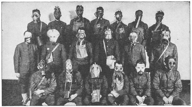 File:Various gas masks WWI.jpg