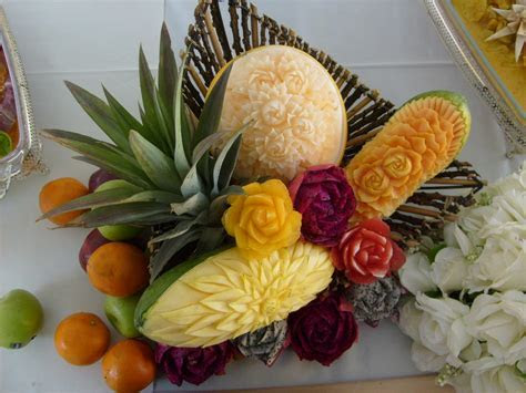 FRUIT AND VEGETABLE CARVING: fruit carving for wedding