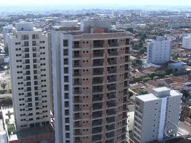 Rio Preto tem hoje 2.100 imóveis à espera de um comprador (Foto: Reprodução / TV TEM)