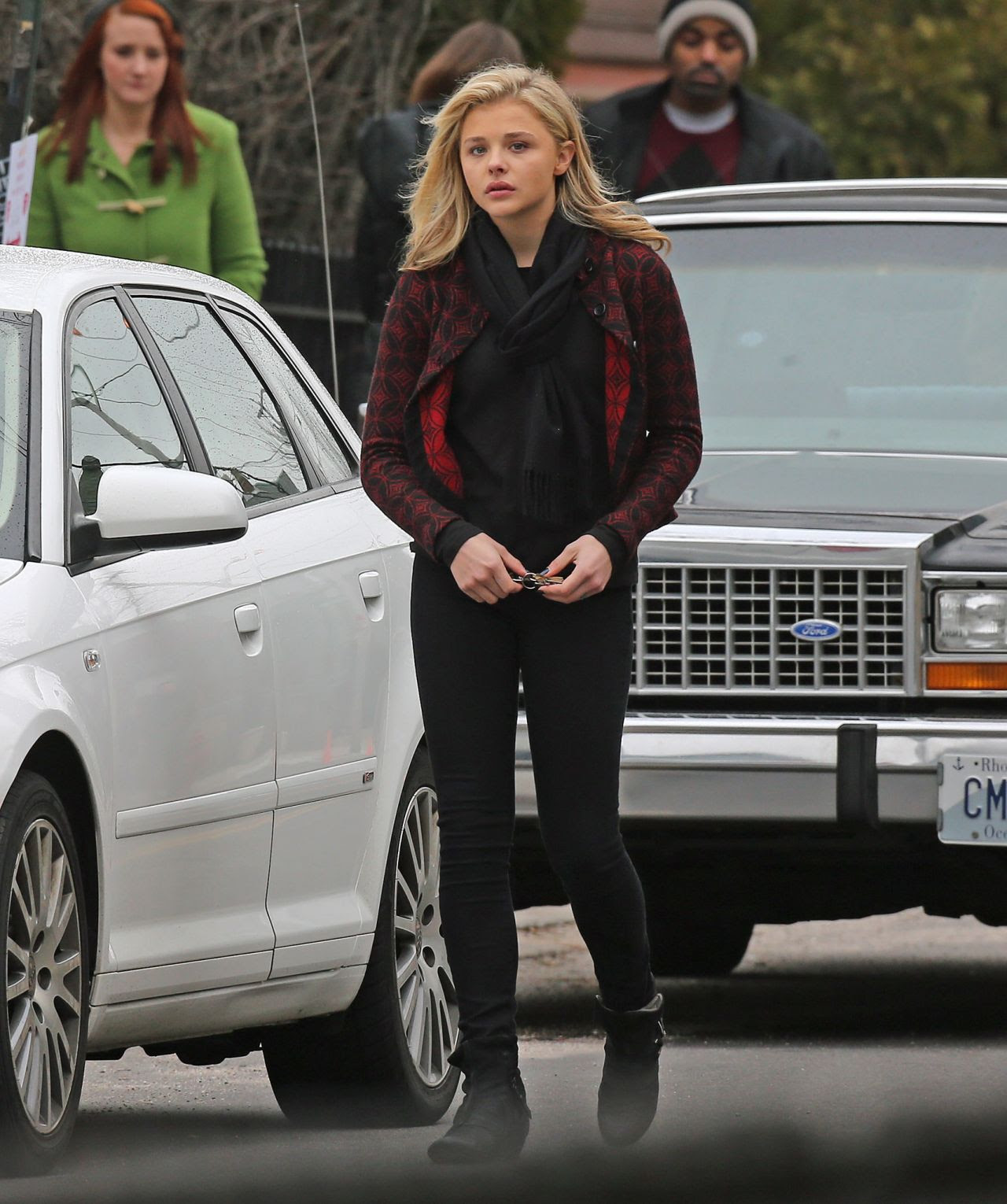 http://celebmafia.com/wp-content/uploads/2015/04/chloe-moretz-set-of-november-criminals-in-providence-rhode-island-april-2015_4.jpg