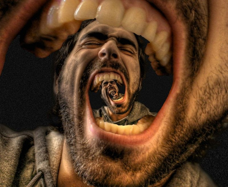 15. Коллекция работа Джоша Соммерса с эффектом Дросте содержит более 150 снимков. Одной из его первых работ, чья популярность превысила 20 000 просмотров, была фотография под названием «Вечный крик». Он создал несколько вариантов этого автопортрета, и сегодня в Интернете можно увидеть множество копий этой картины.
