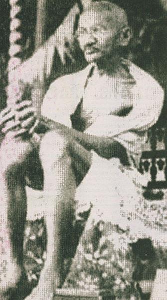 File:Gandhi at vaikom satyagraha-2.jpg