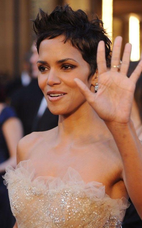 2011 Oscars - Halle Berry