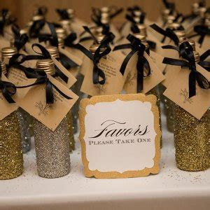 25  Edible Wedding Favors Your Guests Won't Leave Behind