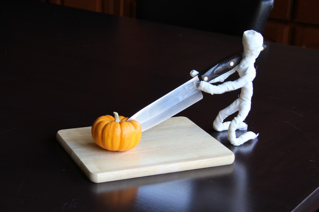Dummy The Mummy - While Elf's get into trouble because they are mischievous. Mummies get into trouble because they are not the smartest guys in the tomb! Make your own Dummy the Mummy in minutes and see what happens around your house! #Halloween #Halloween Craft