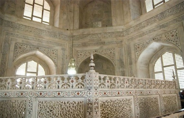 Interior-Taj-Mahal-600x385