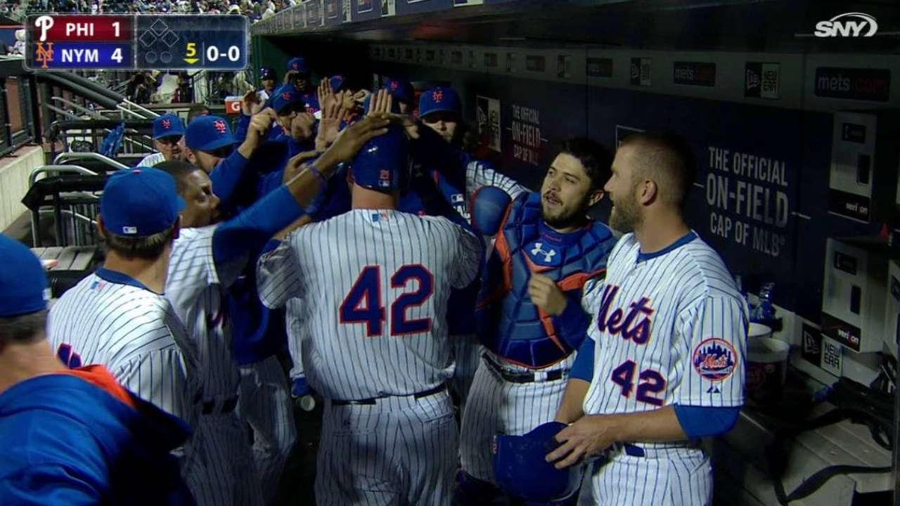 Duda y Niese ayudaron a Mets a barrer a los Filis