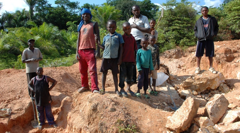 Trabalho infantil no Congo resulta na produção de smartphone e outros aparelhos eletrônicos