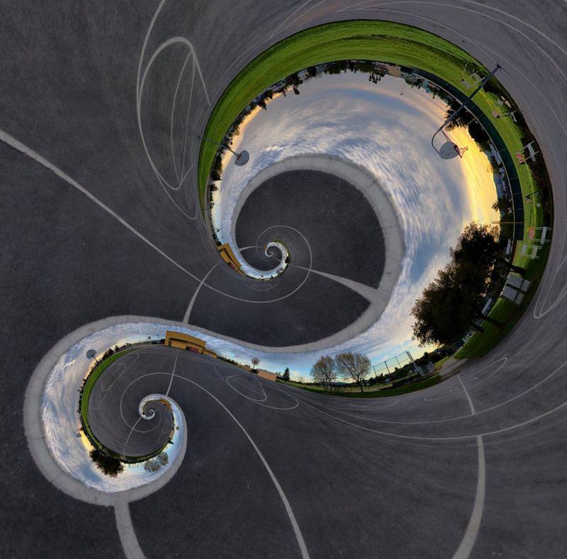 4. Сомерс говорит, что идея создать фотографию с эффектом Дросте впервые захватила его еще в 2006 году, когда он познакомился с такими картинами. И он начал планомерную работу по созданию необходимого программного обеспечения.