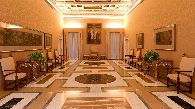 Vista de una de las salas, en los apartamentos privados del Pontífice, ahora abierto a los turistas como un museo, en la antigua residencia de verano en Castel Gandolfo. Francisco ha renunciado a los placeres de Castel Gandolfo fuera de Roma, abrió sus apartamentos privados a los turistas, dijo. Foto: AFP / ALBERTO PIZZOLI