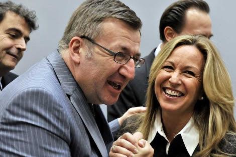 Jiménez, con el ministro de Exteriores belga, Steven Vanackere.| Afp
