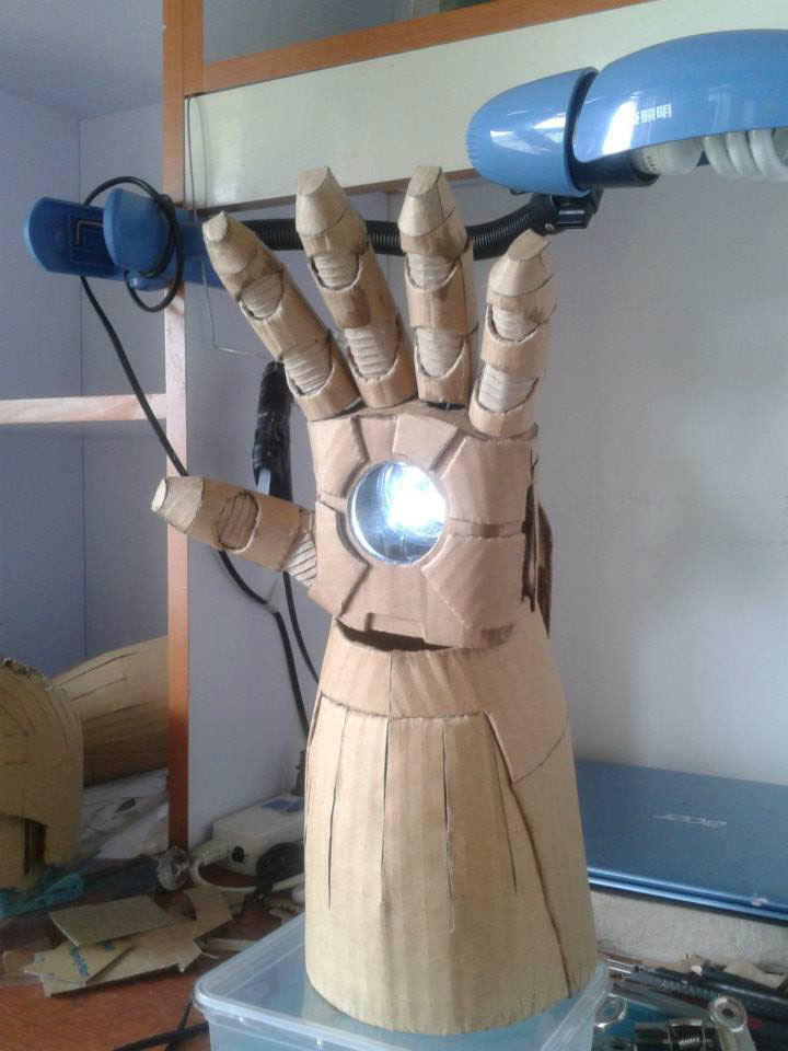 ironman suit made of cardboard by kai-xiang xhong (1)