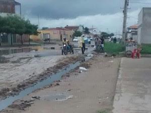 Canal foi feito para escoar a água (Foto: Ramon Fonseca / Arquivo pessoal)