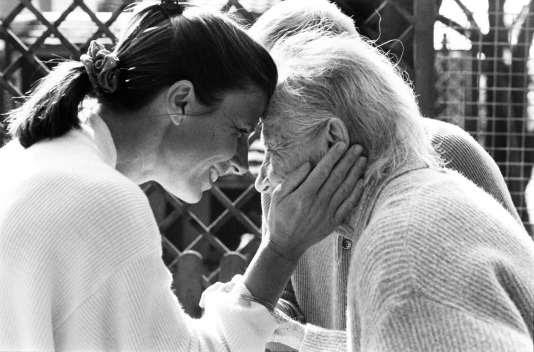 Une patiente souffrant d'Alzheimer avec sa fille.